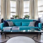 синий диван бирюзовый с подушками