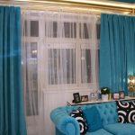 синий диван со шторами