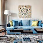 синий диван с солнцем