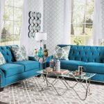 синий диван с кофецнвм столом
