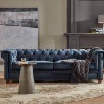 синий диван стеганый