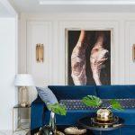 синий диван с ногами
