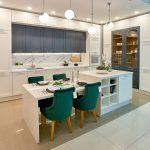 цвета в интерьере кухня серая с белым