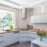 современный кухонный гарнитур декор