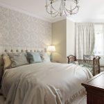 спальня со светлой мебелью декор идеи