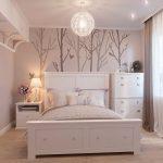 спальня со светлой мебелью идеи декор