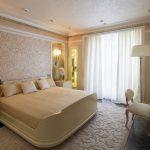 спальня со светлой мебелью идеи интерьер