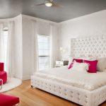 спальня со светлой мебелью оформление фото