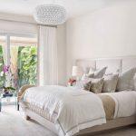 спальня со светлой мебелью варианты идеи