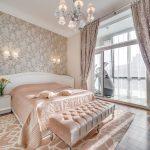 спальня со светлой мебелью дизайн фото