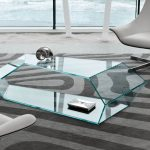 стеклянный стол уютный