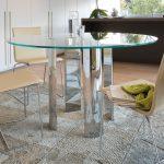 стеклянный стол с ножками