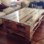 стеклянный стол из палет