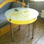 стеклянный стол желтый