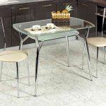 стеклянный стол в дом