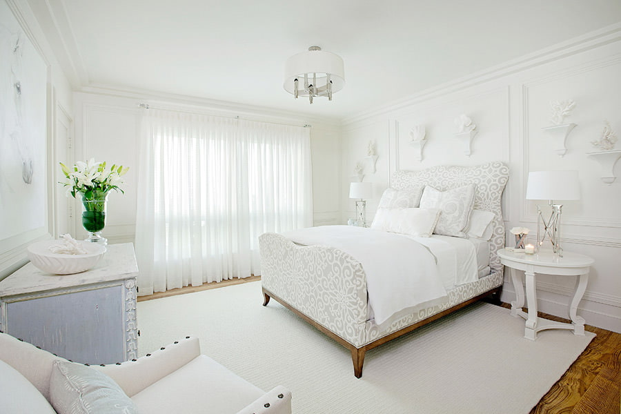 Фото белого зала с белой мебелью