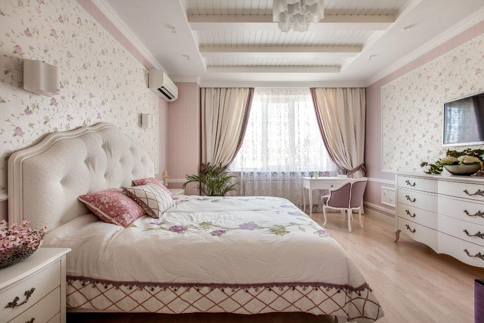 светлая спальня со светлой мебелью декор