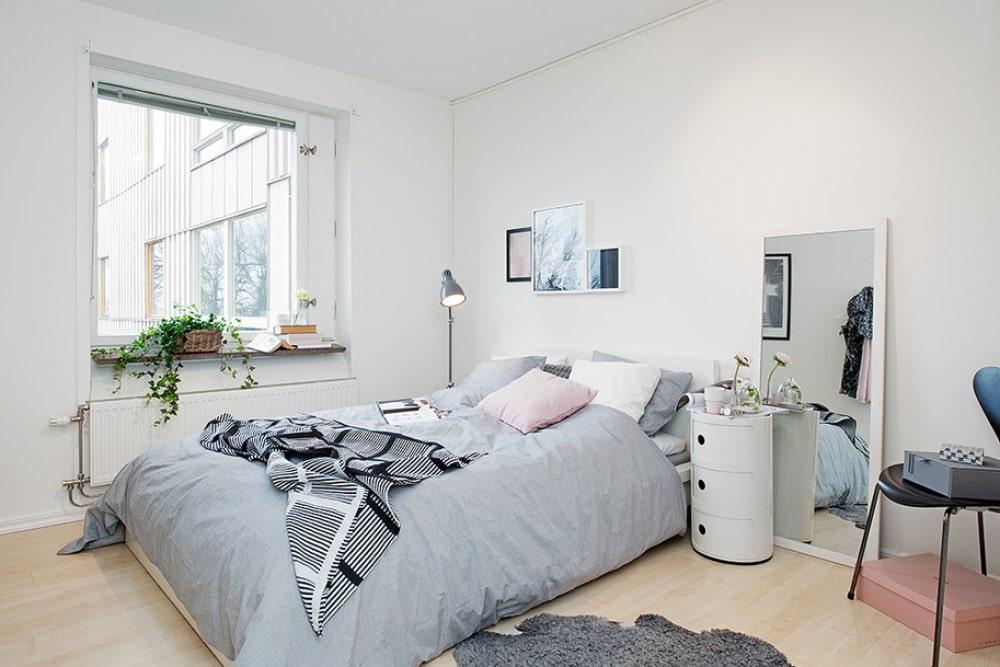 светлая спальня со светлой мебелью интерьер фото