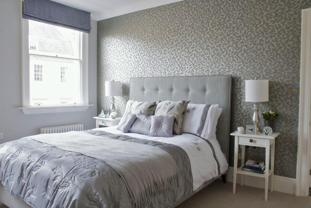 светлая спальня со светлой мебелью интерьер