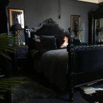 большая готическая спальня