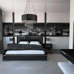 спальня с темной белью и фотообоями