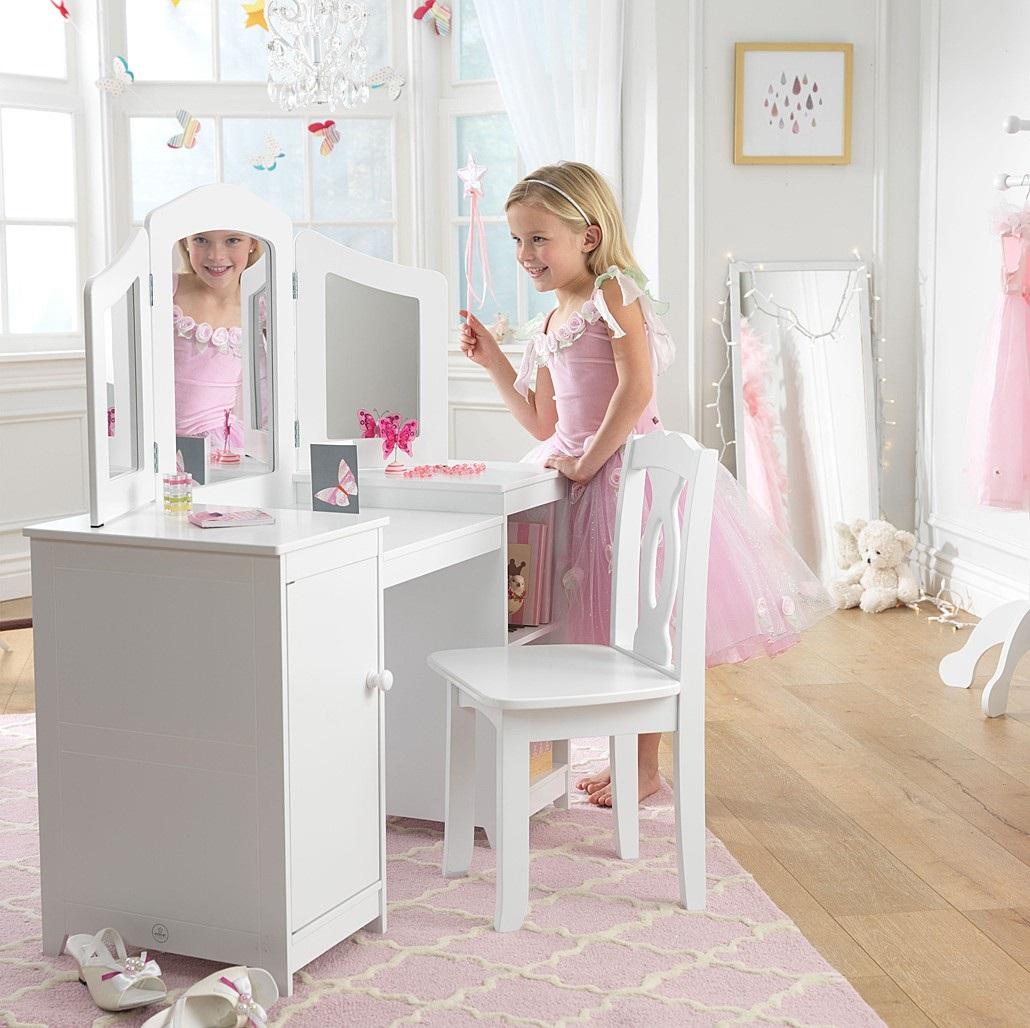украшение детского туалетного столика