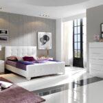 прикроватная тумба с спальне