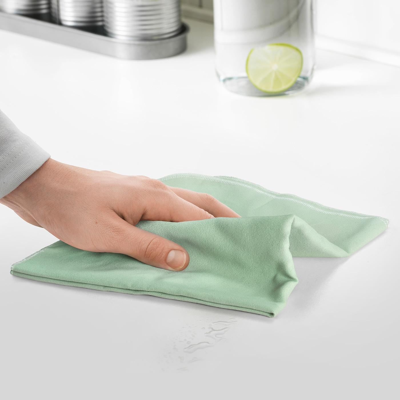 убрать пятно тряпкой