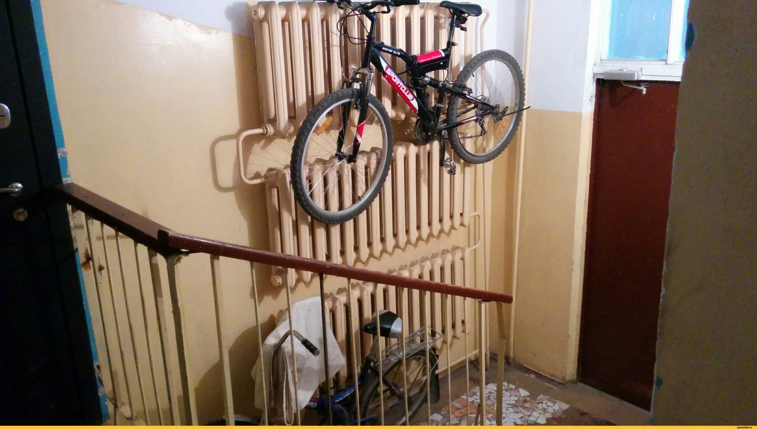 велосипед на лестничной клетке