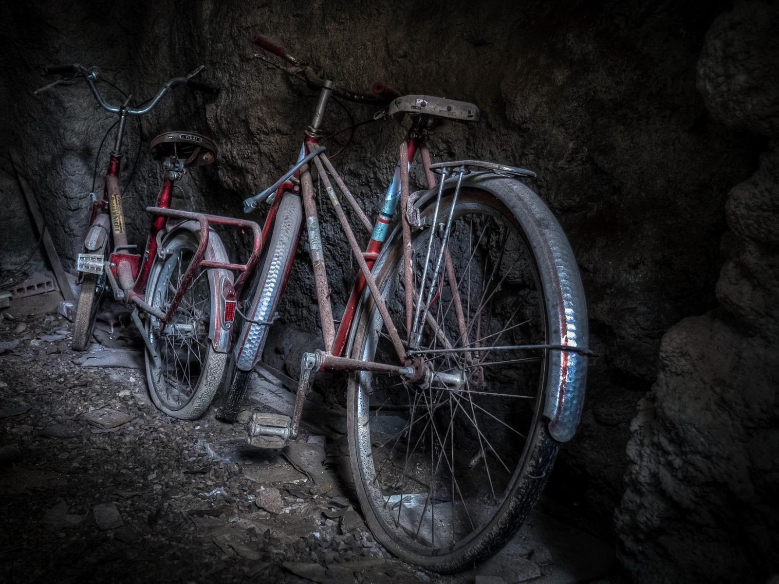 велосипед в подвале