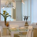 зеркало возле стола на кухне фото идеи