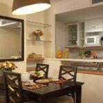 зеркало возле стола на кухне идеи фото
