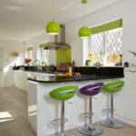 барный стул зеленый и иолетовый