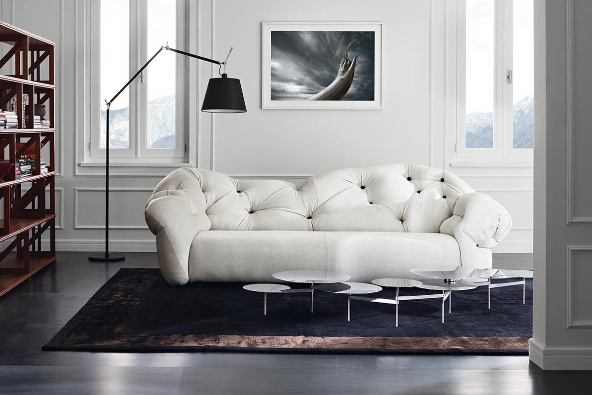 кожаный белый диван в интерьере
