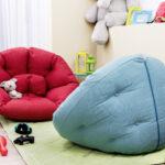 голубое бескаркасное кресло