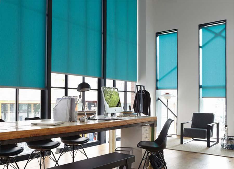 бирюзовые шторы в офисе