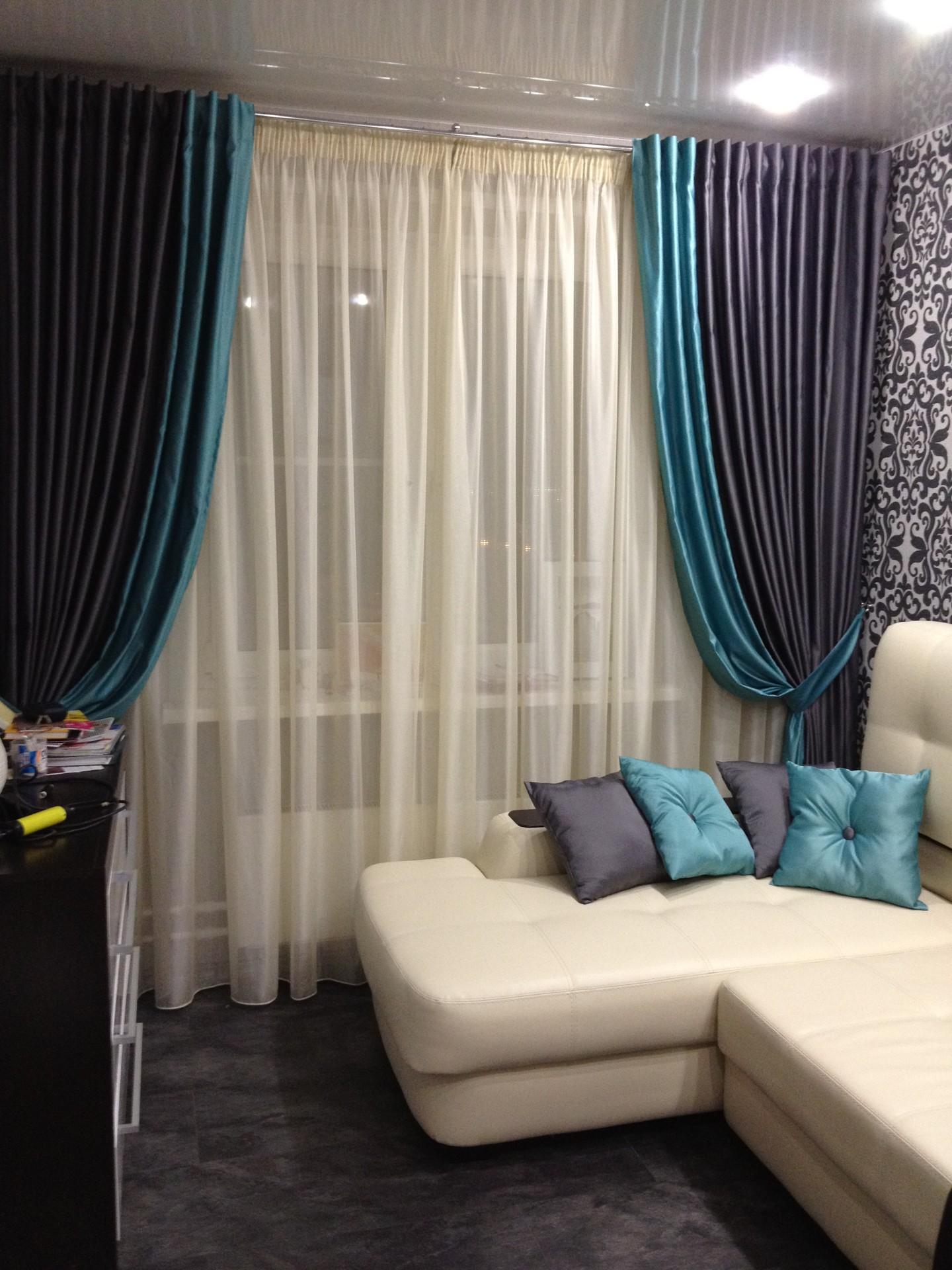 бирюзово коричневые шторы в комнате