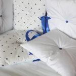 бортики для кровати белые подушки