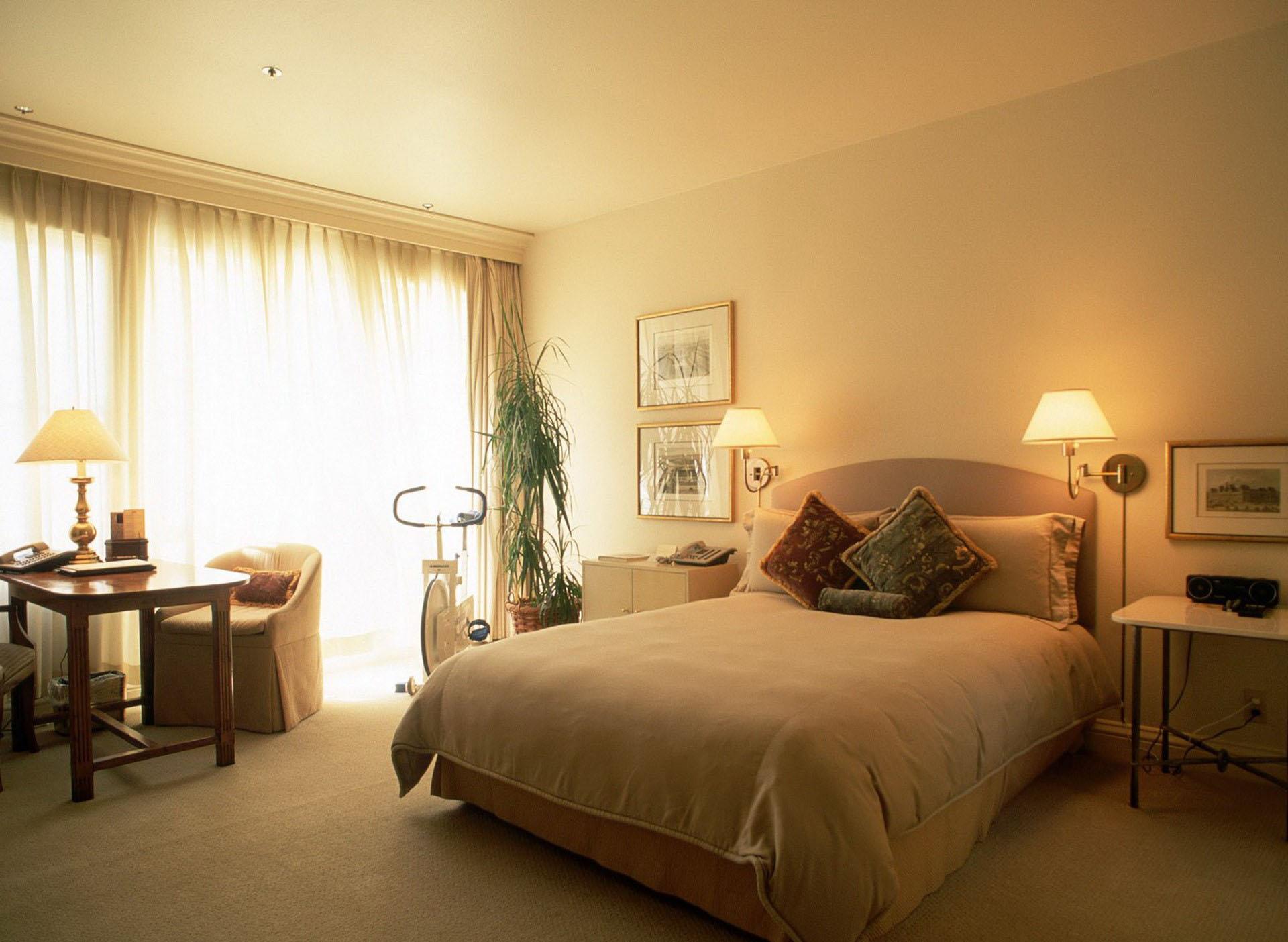 освещение в спальне декор