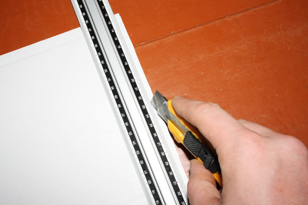 строительный нож для резки панелей
