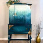 необычный декор синего шкафа