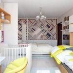 детская кровать с желтым креслом