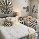 детская кровать с покрывалом