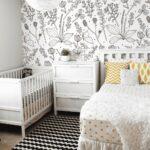 детская кровать за тумбочкой