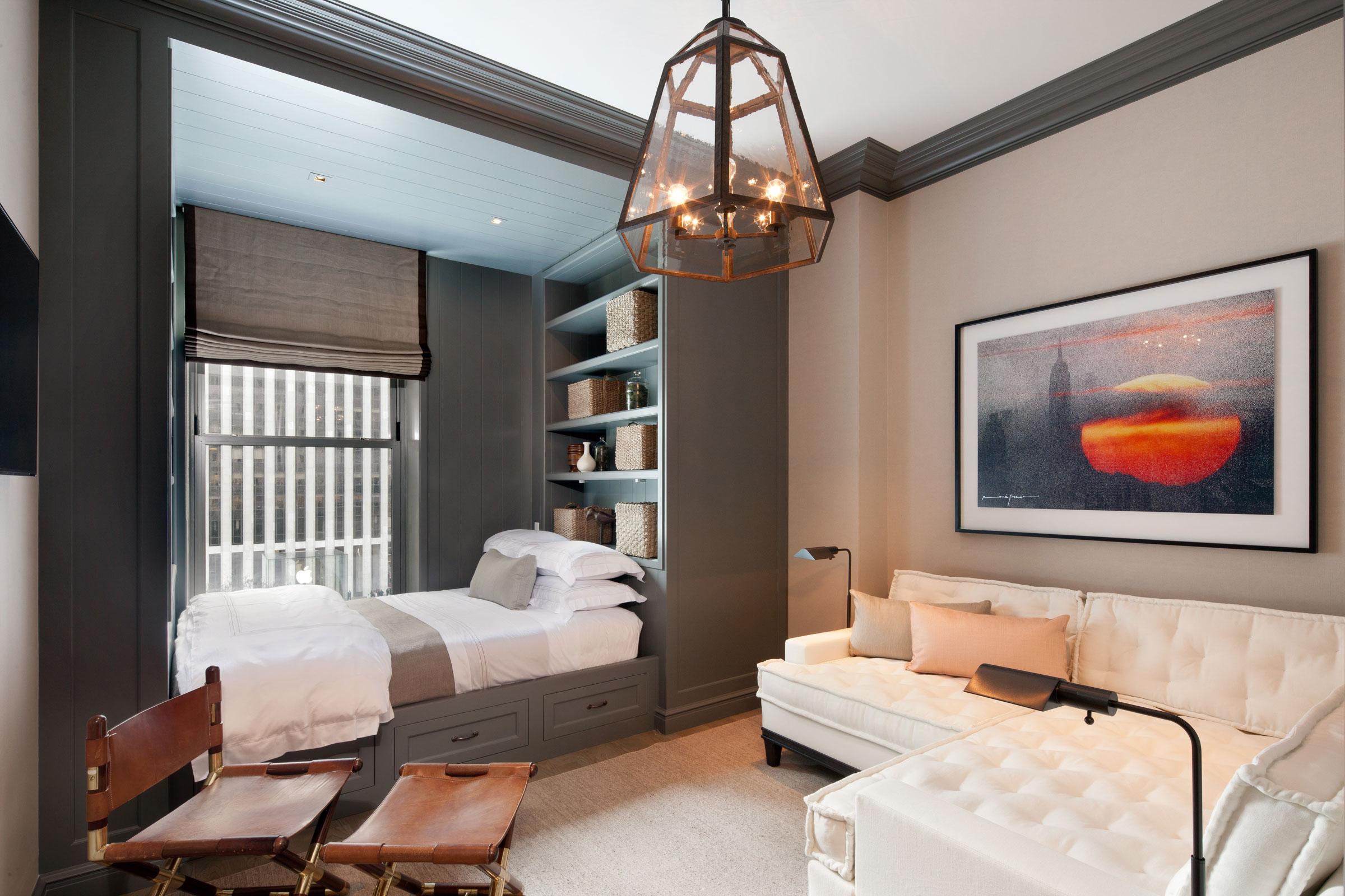 Кровать для однокомнатной квартиры фото спиральную параллельную