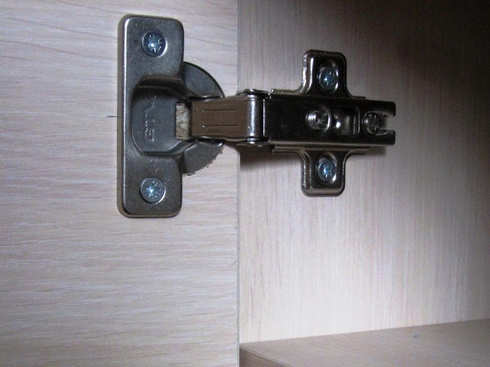 дверцы шкафа на петлях
