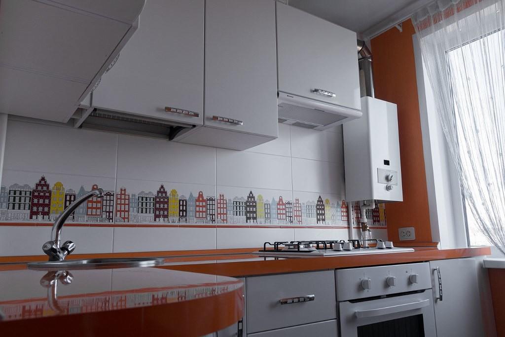кухня с газовой колонкой фото