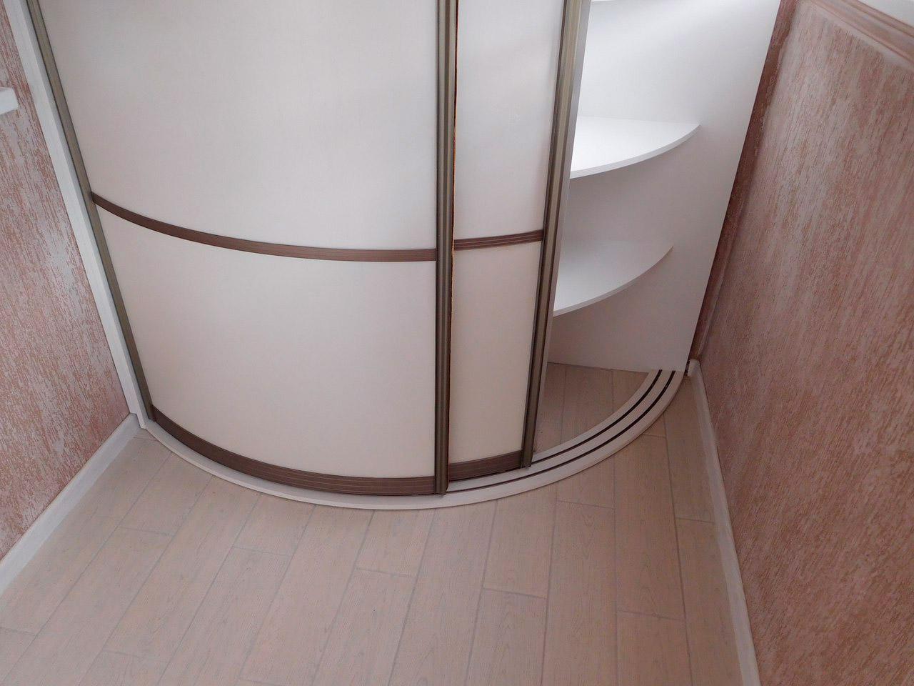 радиусный шкаф в ванной