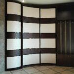 радиусный шкаф волновой с коричневым