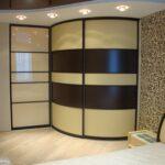 радиусный шкаф желтый с коричневым